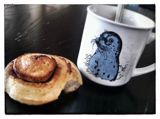 anneblabbers cinnamon bun and a hot cup of tea